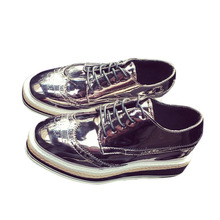 Uwback 2016ใหม่ฤดูใบไม้ร่วงดาร์บี้รองเท้าผู้หญิงแพลตฟอร์มแฟลตฟอร์ดรองเท้าขนาดบวกลูกไม้ดำ/ทองDerbiesรองเท้าหญิงXJ066
