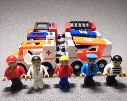 Дети электрический свисток свет поезд игрушки с магнитный матча деревянные рельсы Электрический скорой помощи пожарная машина полиция