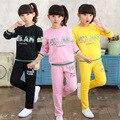 17 Meninas Da Forma Carta Camisola + Calças de Duas Peças Terno Crianças Conjuntos de Roupas de Algodão Crianças Preto/Rosa/Amarelo