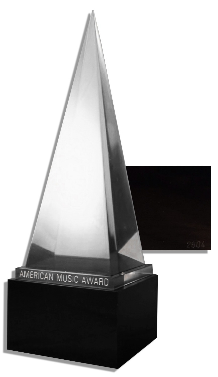 The American Music Awards Crystal Pyramid Trophy by AMAs 1:1 Real Size Free Shipping