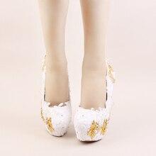2017 Белый Цвет Элегантные Туфли Красивые Кружева Цветок Свадебные Высокие Каблуки Золотые Бабочки Шпильках Имитация Жемчуга