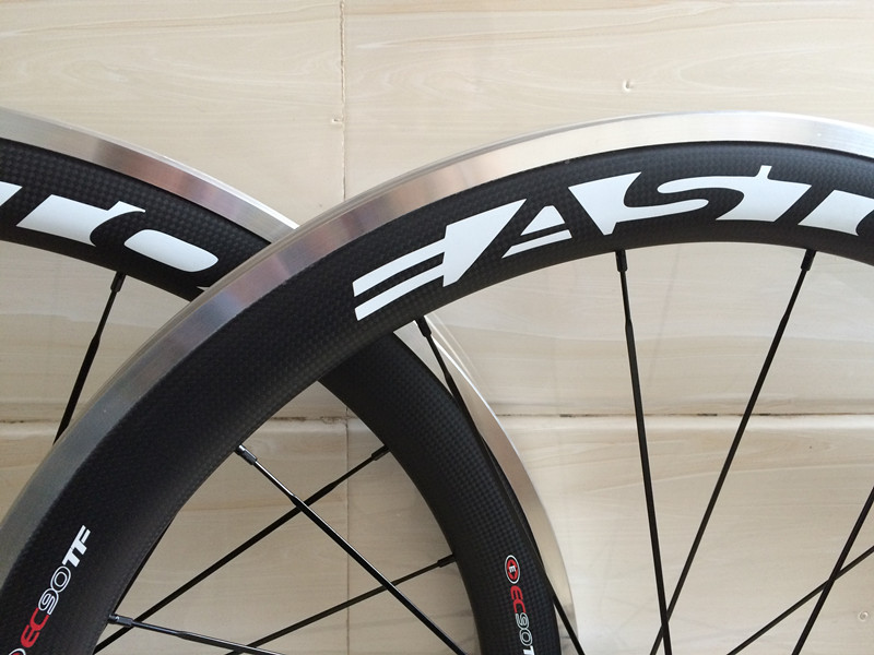 700C chinese carbon bike wheels width 23mm carbon clincher wheel 60mm alloy brake surface with powerway R36 free shipping width 23mm mixed chinese carbon clincher road bike 3k twill weave front wheel 50mm rear wheel 60mm paint oem decal sticker logo