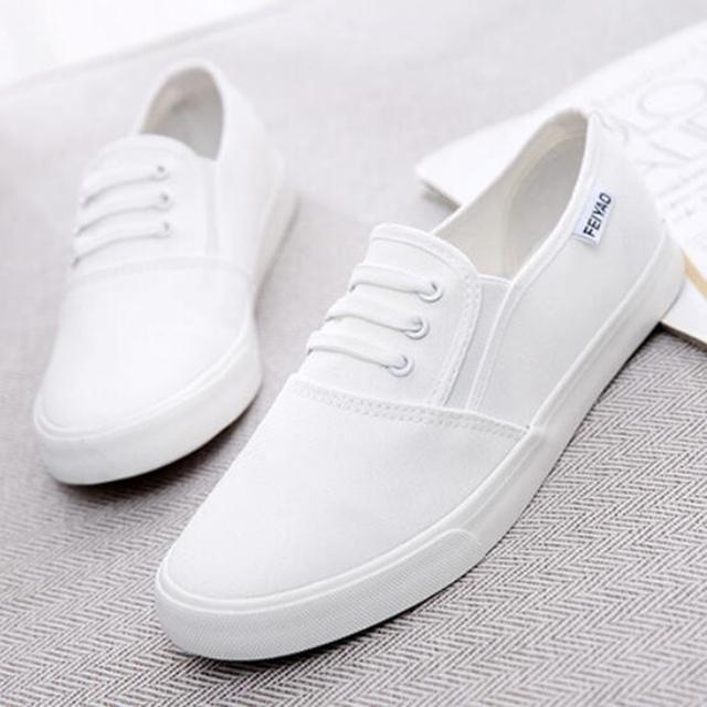 Grande de gran Tamaño 41 43 2017 de Moda de verano Resbalón En mujer zapatos Planos Ocasionales Zapatos de Lona de las mujeres negro blanco gratuito gratis