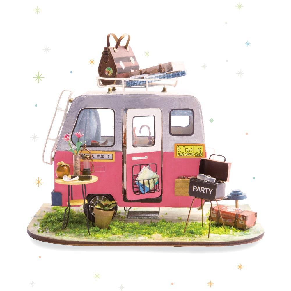 Robotime DIY Campeur Heureux avec Meubles Enfants Adulte Miniature En Bois Maison de Poupée Modèle de Construction Kits Dollhouse Jouets DGM04