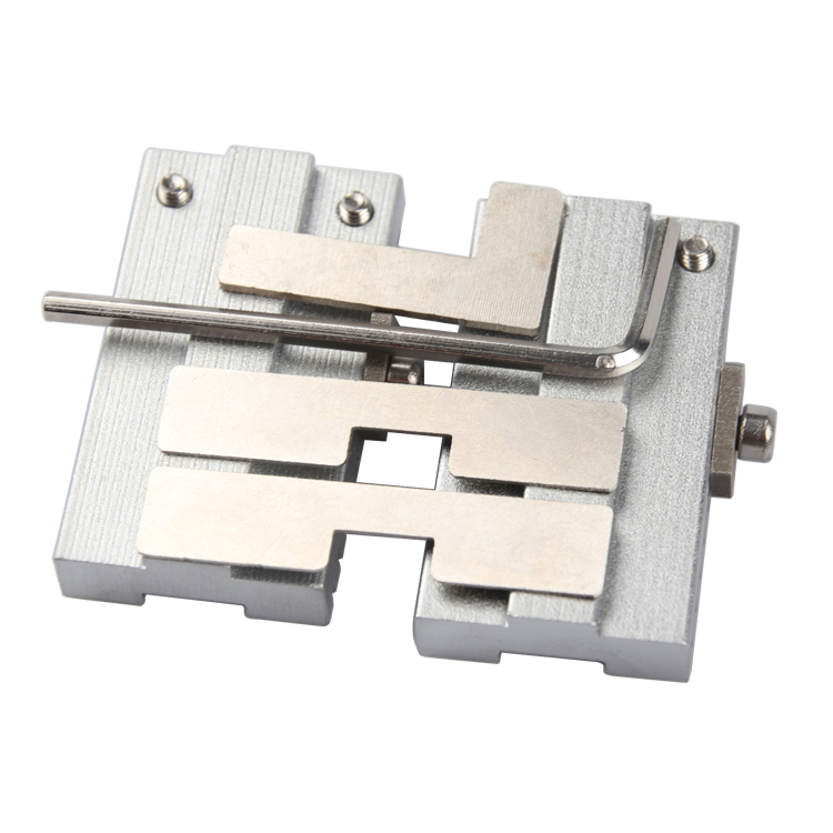 Купить с кэшбэком Newest Universal Cutting Clamp Fixture Tools For All Special Car Or House Lock Keys Locksmith Tools 2 pieces/lot