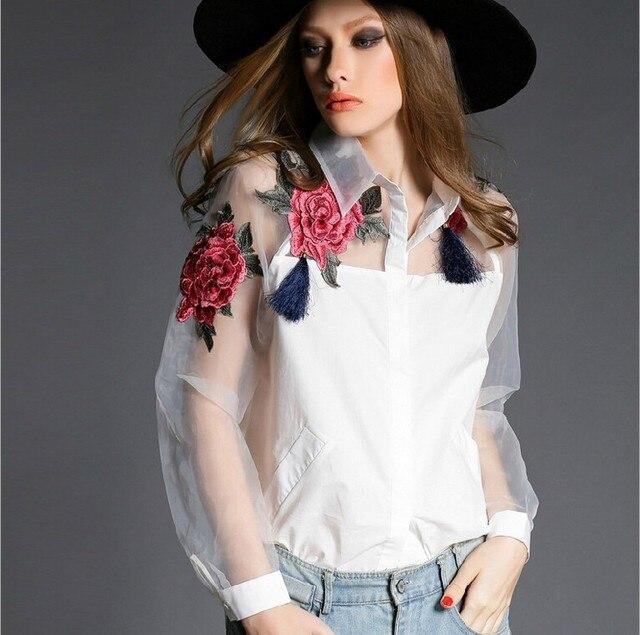 c9216176cdd 2015 лето стиль Органзы Лоскутная Поло Женщины Блузки Топы Мода Цветочной  Вышивкой Белая Блузка Рубашка женщины