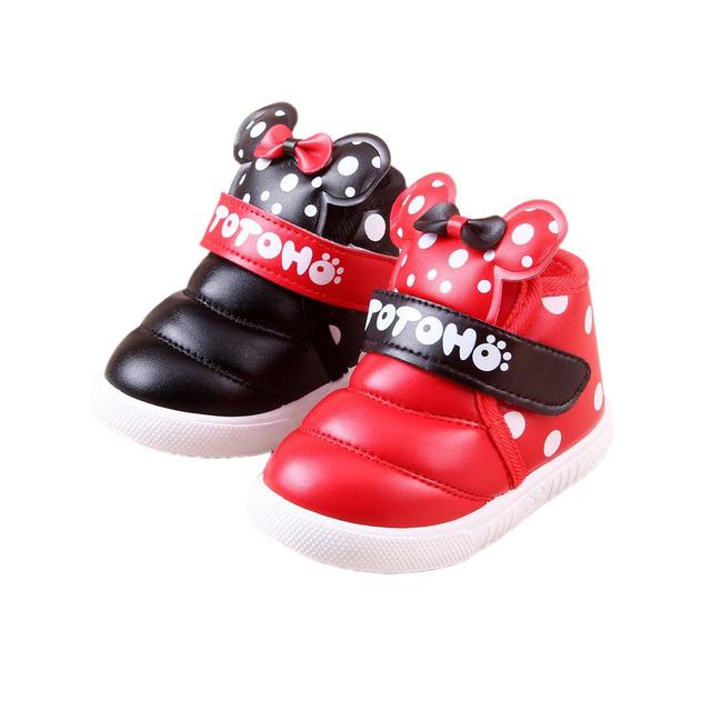 Lindo bebé zapatos calientes precioso arco dot minnie mickey felpa zapatos del niño de 3-21 M bebé recién nacido infantil al aire libre causales zapatos caliente