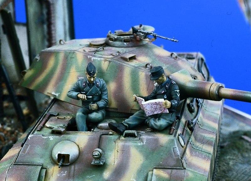 1:35    German Tankers At Rest