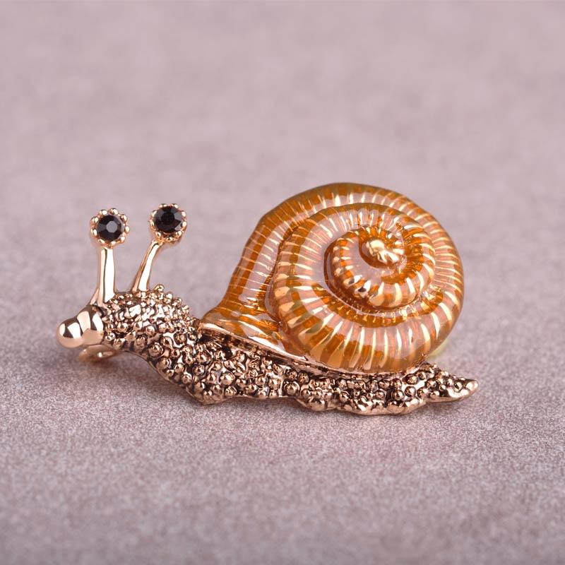 Lifelike Snail Enamel Brooch With Crystal Animal Esmalte Broche Cute Corsage Collar Jewelry For font b