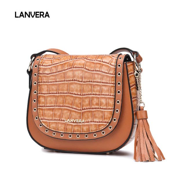 цена на 2018 new fashion leather woman Messenger bag head leather cowhide nail saddle bag casual ladies small package free shipping