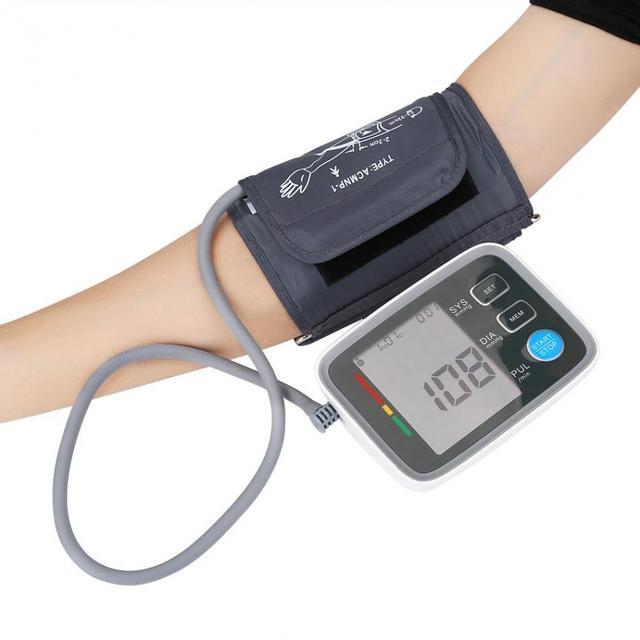 d4f4381a5 Esfigmomanômetro automático Dispositivo de Pressão Arterial Braço Superior  Digital Blood Pressure Monitor Cardíaco Bata Metros de