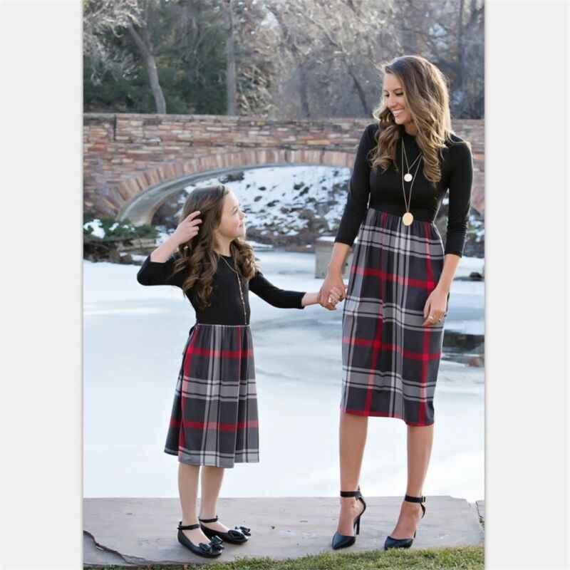 Зимняя одежда для мамы и дочки наряды для матери и ребенка, семейные клетчатые наряды для женщин и девочек