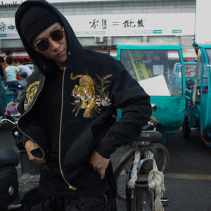 Image 3 - AreMoMuWha Original Juling Floresta De Bambu Tigre Bordado Camisola dos homens Com Capuz de Pelúcia Quente Streetwear do Estilo Chinês QX1097