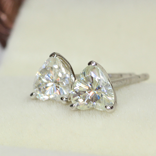 18K 750 White Gold 0.68CT Diamond Heart Shaped Stud Earrings