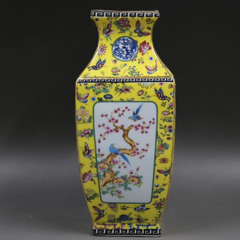 Qing Dynasty Qianlong year mark enamel flower and bird square vase antique porcelain ancient porcelain collectionQing Dynasty Qianlong year mark enamel flower and bird square vase antique porcelain ancient porcelain collection