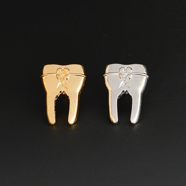Ouro Dente de Prata Broche de Pino para o Dentista Médicos Enfermeira Médica estudante Emblema Pino de Metal Minúsculo dente Médica Jóias presentes Memorial