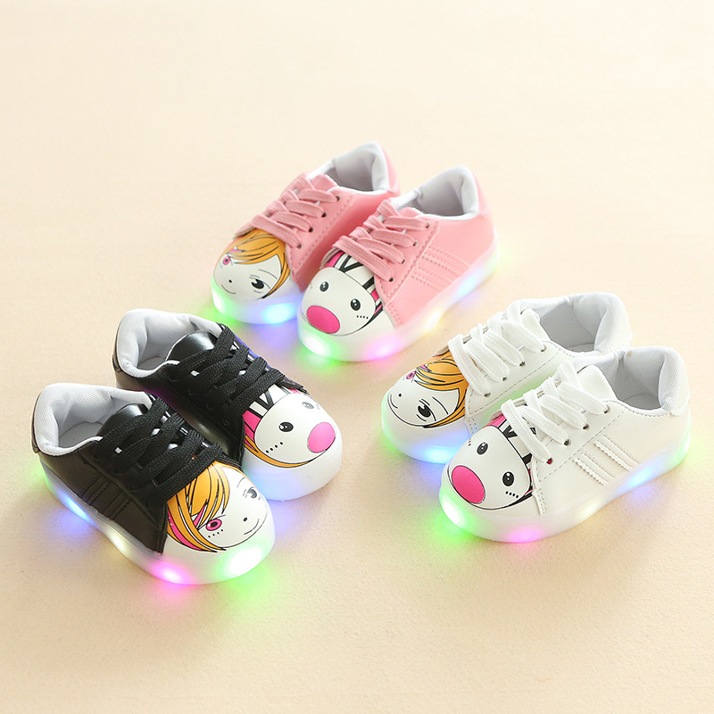 2018 Cute cartoon Lace up fashion baby sneakers Lovely all seasons glowing shoes girls boys shining cool baby causal shoes