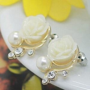 Ladies Flower Imitation Pearl Earrings