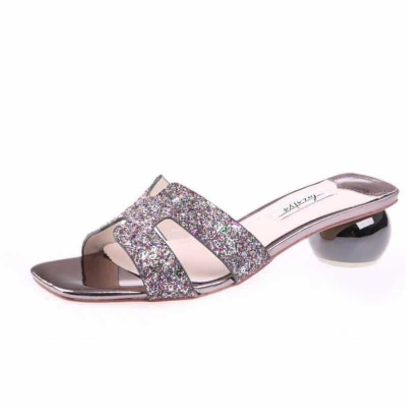 الذهبي النعال الإناث 2019 الصيف جديد الأوروبية محطة المفتوحة الترتر مع كعب الأحذية بكلمة السحب خارج ارتداء H الرمال