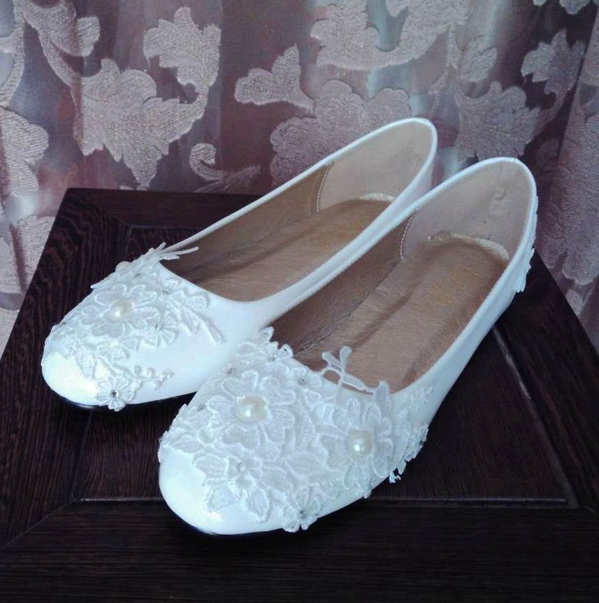 Plus size 41 42 43 flat heel laces wedding shoes woman white lace ivory pearls romantic luxury handmade wedding bride flats shoe low heel 3cm heel ivory lace wedding shoes woman sweet pearls handmade pearls brides small heel wedding shoes lady party pumps