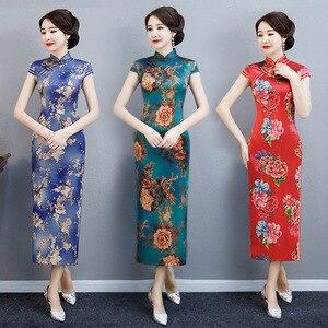 Image 2 - Модное китайское традиционное платье Ципао с воротником стойкой ручной работы на пуговицах новинка длинное облегающее платье с коротким рукавом Осень зима