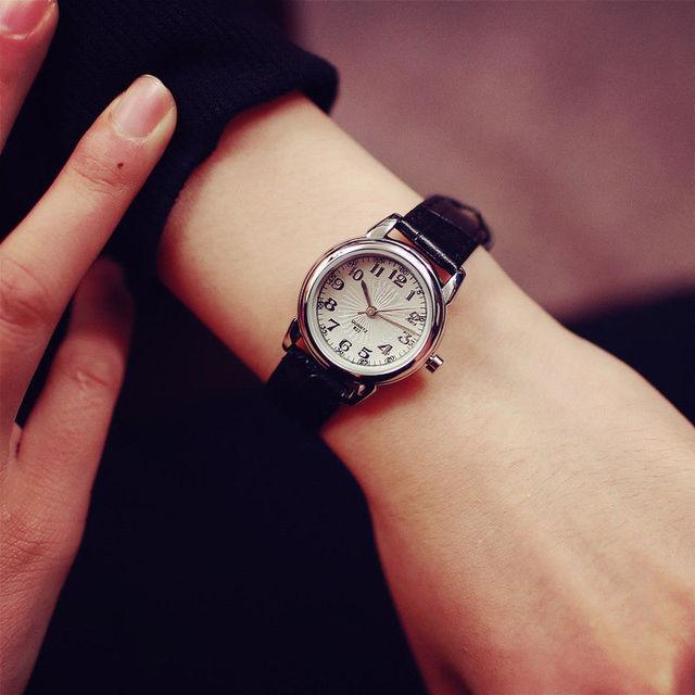 Moda mujer vestido Vintage reloj de correa de cuero genuino pequeño Dial  relojes deporte de cuarzo db42ccc420cf
