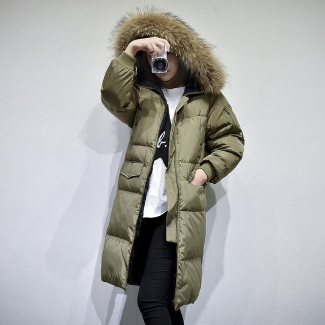 Inverno mulheres jaqueta casaco Com Capuz casacos de pele de guaxinim casaco de pato Quente fêmea Quente Longo Grosso Amassado Casaco Jaqueta de pato para baixo plus size
