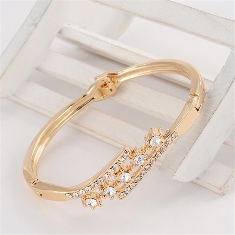 Delicate High Grade Created Crystal Decoration Bracelet Beautiful Women Accessory With Shinning Synthetic Rhinestone