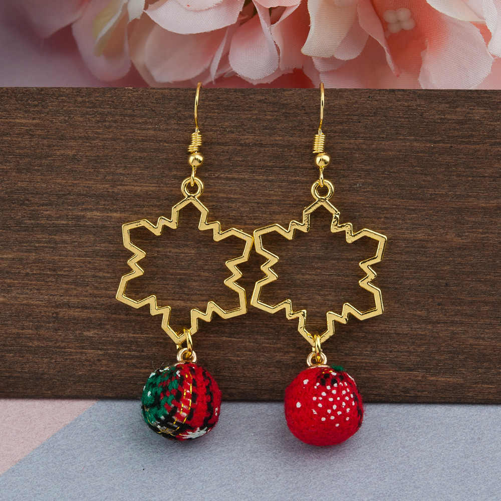 "DoreenBeads Earrings Gold Red & Green Christmas Snowflake Round Charm 64mm(2 4/8"") x 25mm(1""), Post/ Wire Size: (21 gauge), 1 PC"