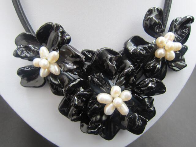 White pearls Black Mother of Pearl Shell Flower Necklace