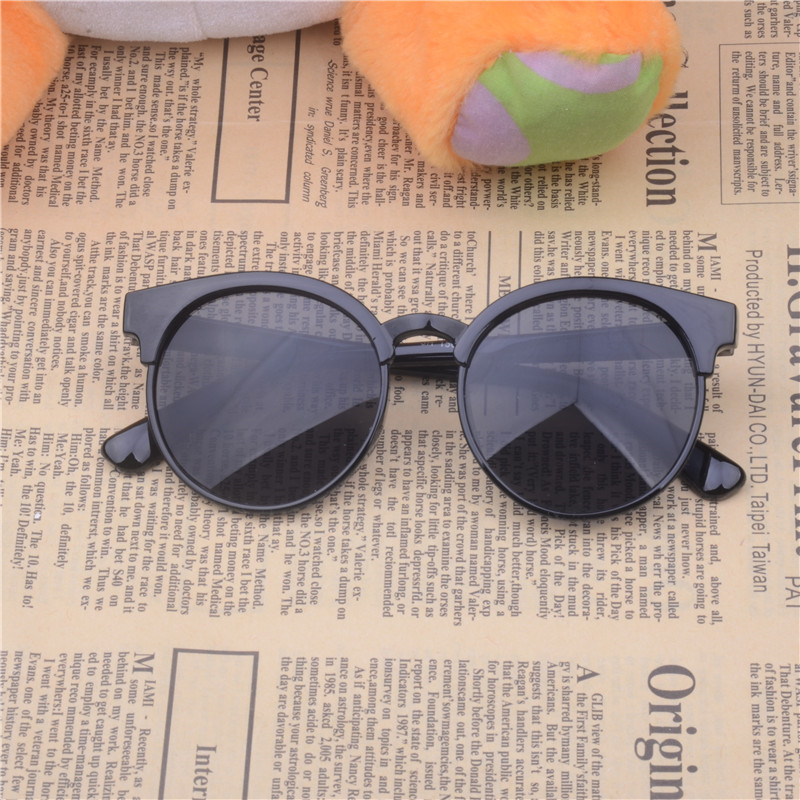 Oculos De Sol Feminino 2016 Barn Plastram Solglasögon Småbarn Runda Solglasögon För Pojkar Tjejnycklar Linsglasögon