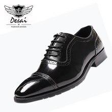 112b07760 DESAI 2018 Verão Novo Pequeno Dedo Do Pé Quadrado Esculpida Clássico Couro  Genuíno Vestido de Negócios Sapatos para Homem Sapato.