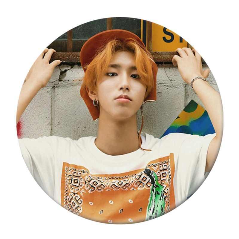 شعبية بين المشجعين K-POP الضالة الاطفال ألبوم بروش شارة بدبوس اكسسوارات للملابس قبعة على ظهره الديكور