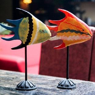 Free Shipping (2pcs/set)Northern Europe Log Kiss Fish Lovers Fish Animal Ornaments Home Furnishing woodiness Decoration