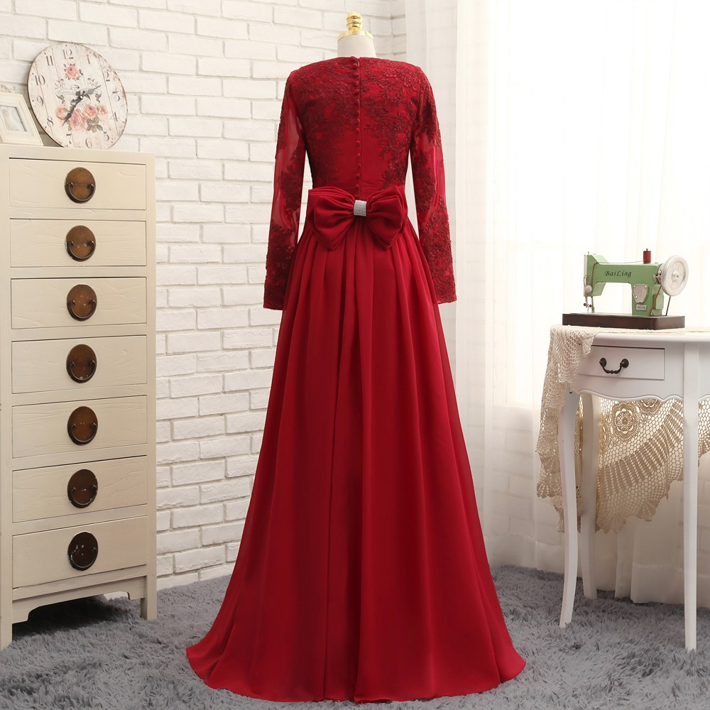 2019 Muslim Evening Dresses A-line Long Sleeves Red Appliques Lace Hijab Islamic  Dubai Saudi Arabic Long Evening Gown Prom Dress c16264188d4f