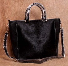Бесплатная доставка натуральная кожа женская сумка негабаритных сумки сумка из воловьей кожи шерсти сумки повседневные меховые размер 44*33.5 см