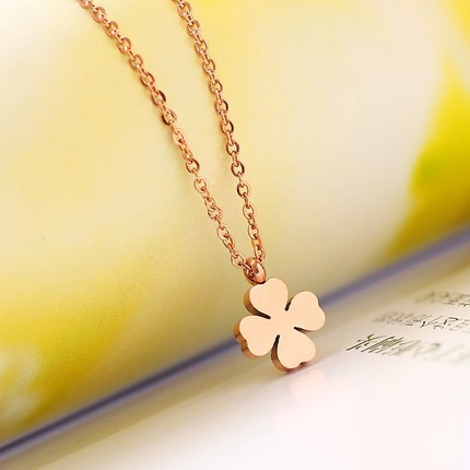 YUN RUO مدرن شیک و چهار برگ گردنبند شبدر شبدر جواهرات تیتانیوم استیل گل رز رز رنگی روز ولنتاین هدیه حمل و نقل رایگان