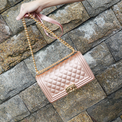 Razaly brand high quality summer beach gold chain jelly candy satchels crossbody bags for women designer handbags pvc tote 2018Razaly brand high quality summer beach gold chain jelly candy satchels crossbody bags for women designer handbags pvc tote 2018