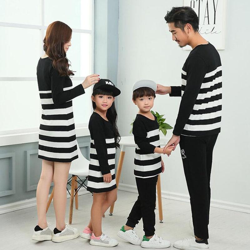 Mãe baughter vestidos família combinando roupas listrado