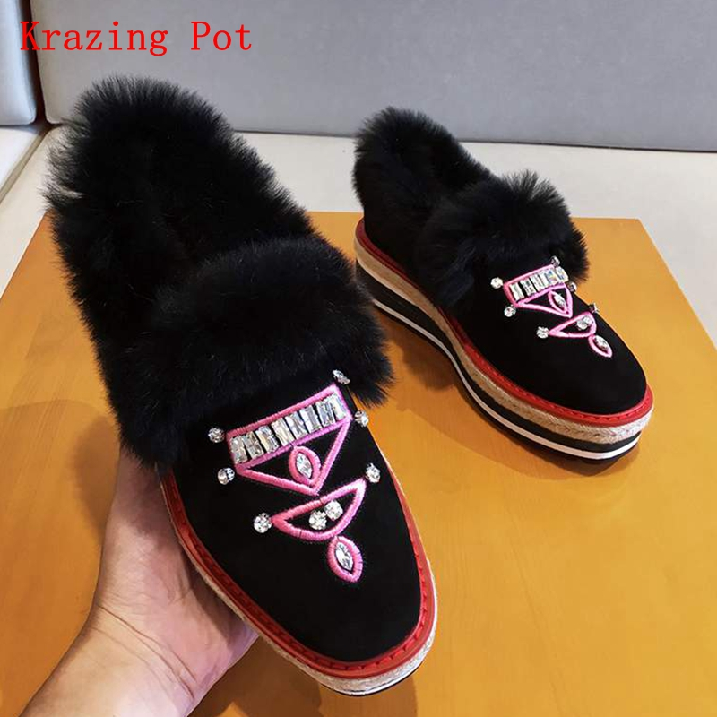 Krazing pot 2018 women brand winter flat platform round toe sheep suede elegant crystal embroidery slip on women cozy shoes Lrff цена 2017