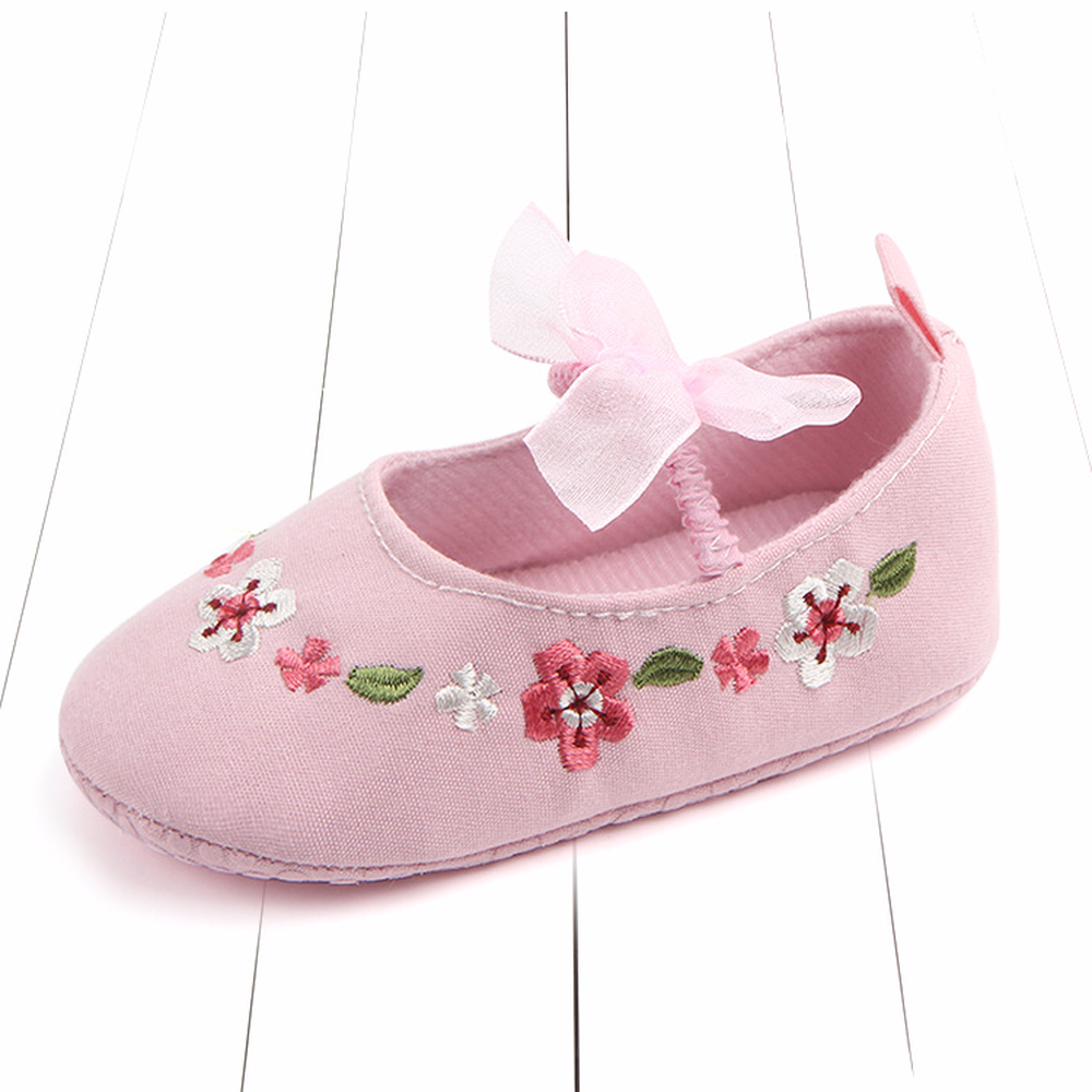 0 1 year Baby shoes Spring and Summer embroidered baby shoes Elastic band Soft soles anti slip toddler shoes Single shoes in First Walkers from Mother Kids