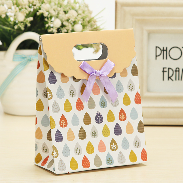 10pcs top folded paper gift bags 32x24x10cm flower printing with