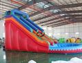 Parque acuático inflable tobogán de agua de salpicaduras de agua de la piscina