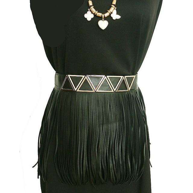 Triángulo de Metal decoración geométrica corta cinturones cinturones de cuero de imitación de las mujeres de moda negro falda con flecos borla accesorio faja