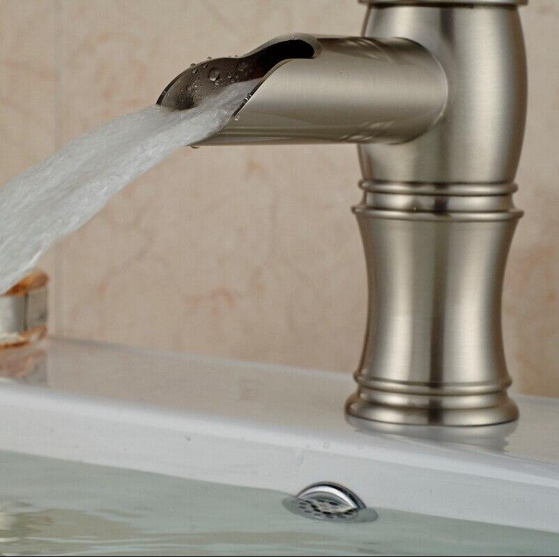 Robinet mitigeur moderne à poignée unique pour salle de bains, robinet mitigeur d'eau froide chaude, robinets de lavabo montés sur le pont de la salle de bains - 5