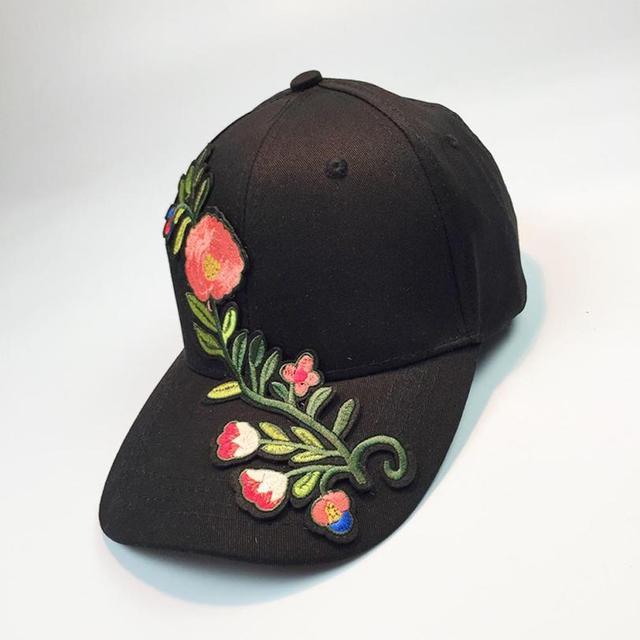 Fashion Baseball Hat Cap Women Cotton Applique Flower Embroidery Gorra  Snapback Women Caps Pink Black White Summer 2017 New  23 9cbf283e2d0