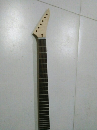 one unfinished electric guitar neck  maple  made  rosewood  fingeroard  24 fret 24.75  nut width 43mm heel  width 56mm new electric guitar neck maple 24 fret 25 5 truss rod unfinished no frets nice