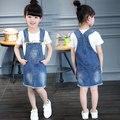 O Envio gratuito de Vestido Denim Para Meninas Cowboy suspensórios Vestido Floral Impressão Vestido de Roupa Dos Miúdos Marca de Moda Outwear Varejo