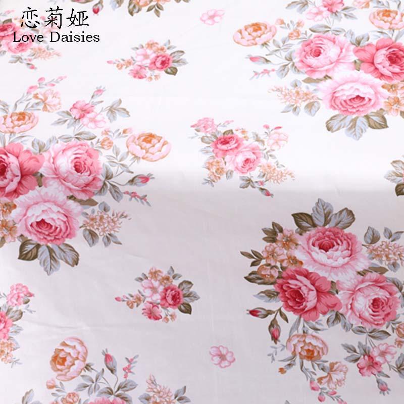 Bianco E Rosa Rose Su Sfondo Rosa Metro Di Cotone Poplin Con Rosso
