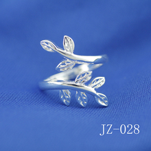Free shipping of jewelry 925 sterling silver lucky grass ring Open ring Lucky leaves creative women ring Open ring